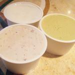 ラッコルト - 左からラムレーズン、しぼりたて牛乳、ピスタチオ(各200円) ぜんぶミニサイズ