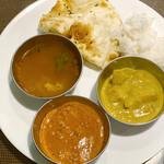 アムダスラビー - ラッサム、チキンカレー、ジャガイモのカレー