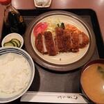 キッチン きく - ポークカツ850円 定食セット300円(お新香・味噌汁・ご飯)