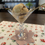 ホワイトバーチ - 料理写真:キャラメルアイス 器はバカラ