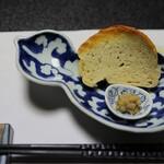 料亭 稲穂 - 料理写真:箸付き ふきのとうのみそを特製フランスパンで