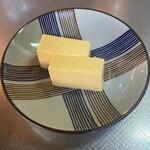 御菓子処 梅園 - 天満山、半分のやつを6つに切って2切れ。