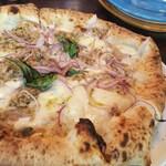ソロ ノイ スルヌジェ - 玉ねぎとツナのピザ