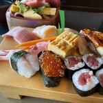 寿司処やぐら - 料理写真:にぎり寿司(梅)とちらし寿司(梅)