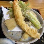 安江  - 荒挽き蕎麦セットから、海老天を1匹貰いました
