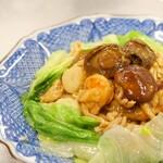 海鮮、お肉と具材どっさり炒飯