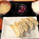 150708936 - とりの焼き餃子定食(5個)550円