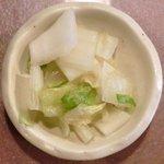 15071769 - 炙りカツオ漬け丼 1000円 の香の物