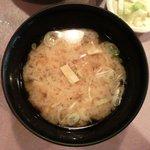 15071775 - 炙りカツオ漬け丼 1000円 のうす揚豆腐汁
