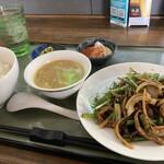 中華工房おかげさま - 牛肉とニンニクの芽定食