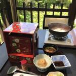芹生 - 料理写真:三千草弁当に京都下鴨の湯豆腐を付けて