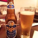 カフェ サンティ - タイガー(シンガポールのビール)