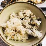 なみ - ボソボソご飯好きにはたまらないイワシしそ醤油ご飯と海藻ご飯(一応美味しそうに見えるよう加工しました)