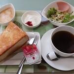 Cafe & Kitchenbar 凛花 - 料理写真:モーニング(トーストセット全体)