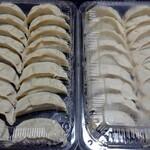 餃子の雪松 - 料理写真:餃子は、1包36個(18個×2パック)入りで1000円税込です。