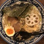 和風楽麺 四代目 ひのでや - 板海苔が、手前に倒れてしまっています。