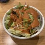天ぷら 日本料理 あら川 - 定食のサラダは胡麻ドレッシングでシャクシャクと。胃を整える名脇役。
