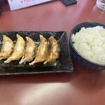 Menyashimpuukan - 餃子ライス