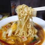 彩華ラーメン - 麺のリフトUP
