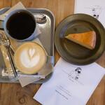 BRICK LANE - ラテとベイクドチーズケーキと配布されるマスクケース。