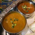 印度屋らんがる - 選べる2種カレーより、手前が「チキンカレー(辛口)」、奥が「マトンカレー(辛口)」。