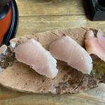 活魚問屋 海寶 - サワラの握り1貫150円