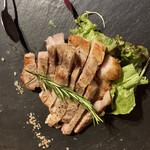 ORIENTAL KITCHEN ITALIANA - 香取市愛母豚(あぼとん)のグリル アボカドを食べて育った豚さんだそうです 独特の甘味と不思議な香りで美味い スモークのような香りと絶妙な火の入れ加減がグッドです