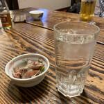 鰻のひろ田 - お通し 麦焼酎水割り