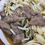 前田食堂 - 牛肉そばの牛肉