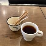 シャイニーアウル - サービスのモーニングコーヒー