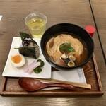 シャイニーアウル - お味噌汁とおにぎりのおぼん780円