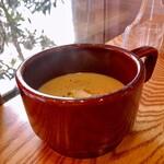 洋食屋 コンテブル - カボチャと春キャベツのポタージュスープ
