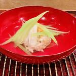 おが和 - ☆渡り蟹の真薯(宮城産)と蕗の椀物。 ◎渡り蟹の身と内子が濃厚な旨みを出している。