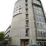 1508596 - この「ともやビル」の8階です。駐車スペースは、3台。