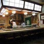 瓢寿司  - カウンターは10席です(小上がりから撮影)。  【掲載許諾済み】