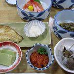 ふらの 海の花 - 2012年宴会、料理3000円。はじめからセットされていたもの、焼き物は着席したから後出し。
