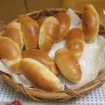 パナデリアチボリ - 料理写真:昔ながらの大きいパンが嬉しい