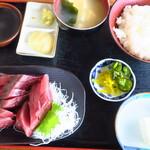 スーパーキッチン かさや - <参考>かつお刺身定食(ご飯少なめ)
