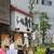 らーめん 鶏喰 - 外観:超人気店らしく昼前には長い行列が。