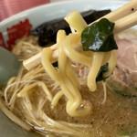 ラーメン山岡家 - 麺は太麺
