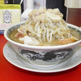 豚男 -BUTAMEN- - 料理写真:中ラーメン(麺200g) 780円 野菜マシ、油マシ、ニンニク抜き