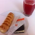 六花亭 帯広本店 - 雪こんチーズ、さくさくパイ、イチゴジュース