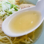 150820235 - 大盛チャーシュー麺のスープ