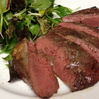 定番と定番外のお肉各種あります