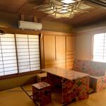 茶釜 セルフカフェ エルモット - 和室の個室もあります。
