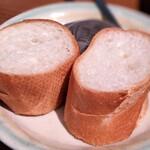 150835790 - パン(ハンバーグデミグラスソースとカニ(クリームコロッケ盛り合わせ)