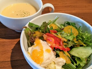 キッチン櫻庭 - サラダ&スープ(チーズメンチカツ トマトソース)