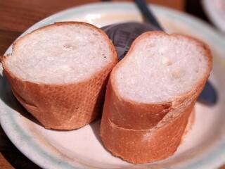 キッチン櫻庭 - パン(ハンバーグデミグラスソースとカニ(クリームコロッケ盛り合わせ)