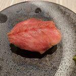 炭火焼肉 羅山 - 和牛トロ寿司(500円)