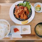 お食事処 木津川 - 料理写真:唐揚げ定食(初期状態)